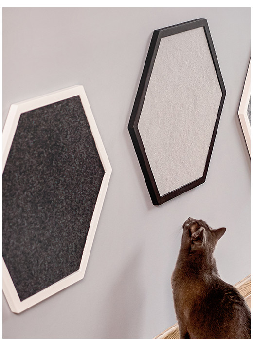 HEX SMALL – Configured scratching post in a white frame