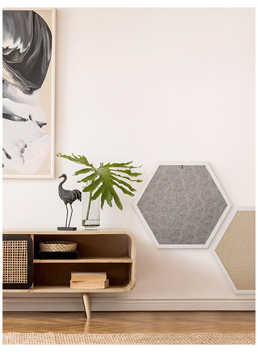 HEX BIG – Configured scratching post in a white frame